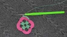 Вяжем столбики без накида (СБН) в каждый розовый ССН.