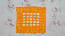 Для образца я подготовила вот такую филейную сеточку 5х5 Сеточка вяжется так: столбик с накидом (ССН), 2 воздушные петли (в.п.) и так до конца ряда.