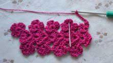 Набираем цепочку из 8 в.п. В вершинку следующего цветочка между двух ССН вяжем столбик без накида.