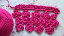 And row with reverse simple crochet. The sample is completed!