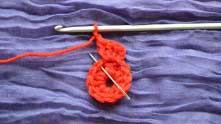 2 в.п. и связать столбик без накида в следующий ССН предыдущего ряда.