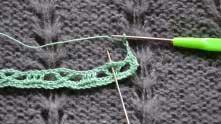 2 ряд. Набрали 4 в.п., вязание развернули. В арочку, где иголка, связать 7 ССН.