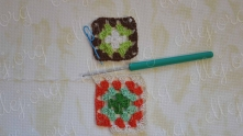 So, not finished first to the end, taking the next motif. Immediately work 2 double crochet (dc) in the corner the second motive.