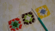Here we take the next motif and edging it in exactly the same way as the second. In the course of crochet join with second motif.