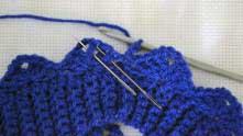 3 в.п. и вяжем по схема 2-ой ряд узора. 2 выпуклых столбика с накидом вместе.