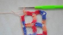 В конце вязания набрали 2 в.п., связать 1 ССН в самую начальную петлю на наборной цепочке.