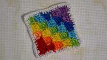 Я обвязывала полустолбиками. На углах квадрата - по 2 полустолбика.