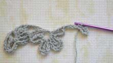 Перебросили вязание над рабочей нитью.