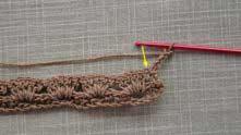 3 ряд. Вяжем 1 столбик с накидом в первый из 5-ти ССН предыдущего ряда.
