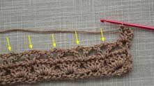 Дальше до конца ряда вяжем по 5 ССН только в промежутки под 2 воздушные петли.