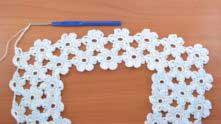 От первого цветочка переходим к вязанию последнего ряда. Вяжем половинки цветочков так же, как и раньше. В ряду сделать 7 половинок.
