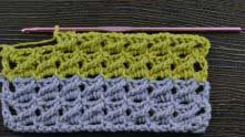 Можно вязать по 2 или 4 ряда разными цветами.