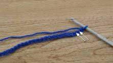 Рапорт узора = 4 + 3 в.п. Во 2-ю и 3-ю петлю от крючка связать по столбику без накида (СБН).