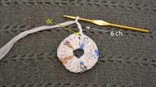 Ряд замкнули соединительной петлей, набрали 6 воздушных петель и вяжем столбик с накидом в этот же столбик.