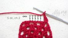 Вяжем 5 ССН: 2 под цепочку, 1 в вершинку и 2 под следующую цепочку, набрать 2 в.п.