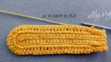 Весь ряд вяжем столбики без накида в каждый столбик (до конечных пяти столбиков). Всего 52 СБН.