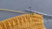 В следующие 2 столбика вяжем по столбику с накидом.