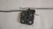 Под следующий ССН предыдущего ряда связать изнаночный рельефный столбик с накидом.