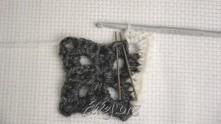 В столбики с иголками связать по одному полустолбику.