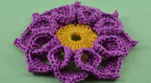 Объемный цветочек с завитушками