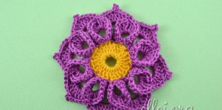 Объемный цветочек с завитушками крючком