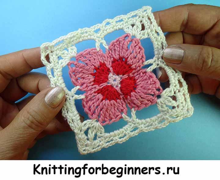 МК по вязанию крючком квадратного мотива на основе цветочка.