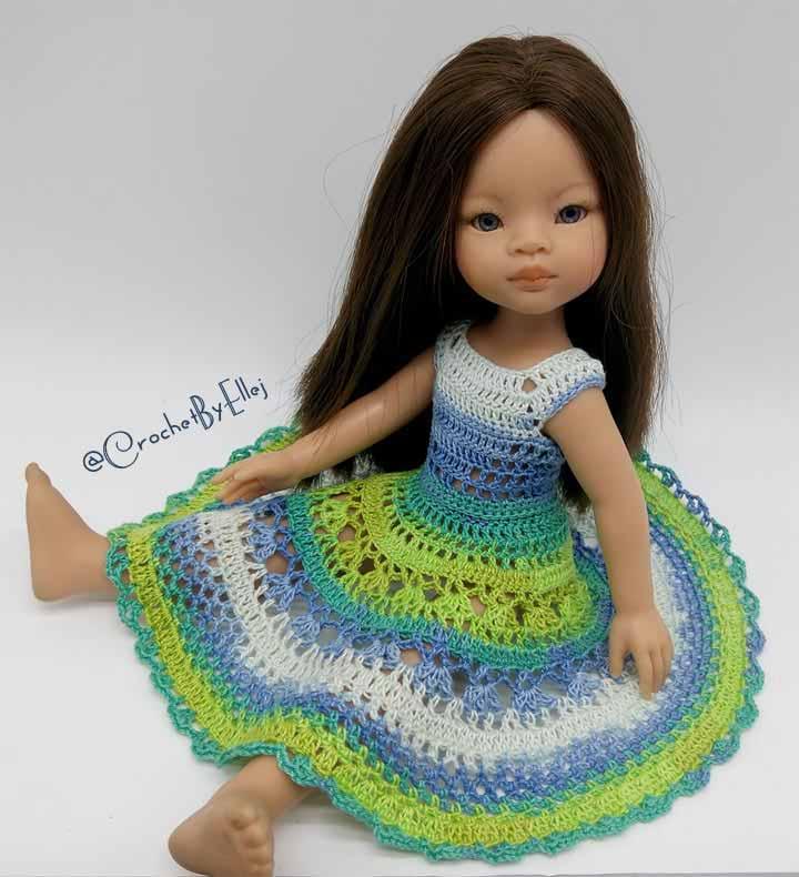 Платье из секционной пряжи для куклы крючком.