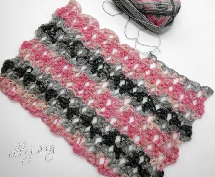 Широкий ажурный шарф с пышными столбиками