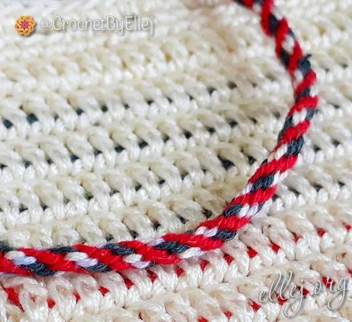 Шнурок кумихимо красный, белый, зеленый